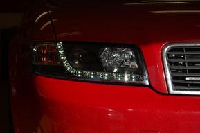 AUDI A4 現行ルックヘッドライト取り付け 施工