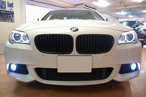 BMW F10 純正フォグランプにLEDバルブ取り付け