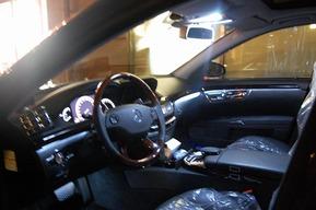 内装ホワイトLEDアンビエントライト 地デジチューナー取り付け Lorinserマフラーワンオフ加工 ベンツW221