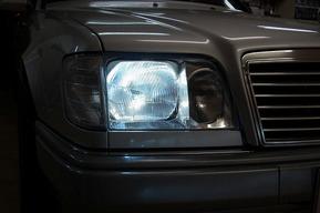 ベンツW124 ヘッドライトバルブHIDキット E500ヘッドライトレンズ 取り付け
