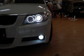 BMW E91 フォグランプHIDキット取付 イカリングLED