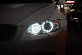 BMW E90後期 LEDイカリングバルブ交換 カスタム HIDバルブ交換