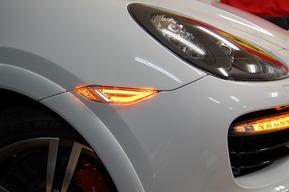 ポルシェ カイエン WALD BLAN BALLEN製LEDサイドマーカー取り付け カスタム