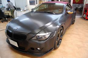 BMW E64 ボディーラッピングカスタム エンブレムLEDドアカーテシ 取り付け