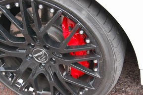 ベンツ W204 AMG C63ワゴン キャリパーレッド塗装 カスタム